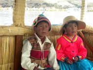 Niños con trajes típicos, Perú. Author and Copyright: Nello and Nadia Lubrina