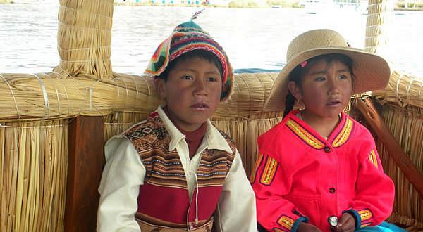 Niños con trajes típicos, Perú. Author and Copyright: Nello and Nadia Lubrina