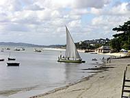 El litoral de Salvador de Bahía, Bahía, Brasil. Author and Copyright: Marco Ramerini