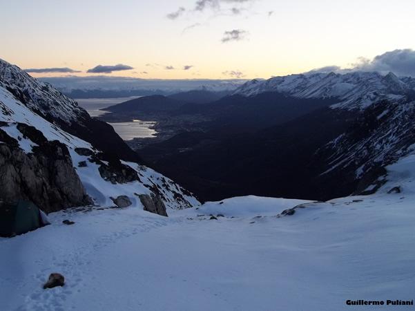 Acampando en cerro 5 hermanos, Tierra del Fuego, Argentina. Autor y Copyright Guillermo Puliani