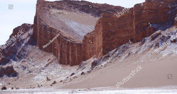 Formaciones rocosas del desierto de Atacama. Los estratos rocosos del Anfiteatro en el Valle de la Luna, Desierto de Atacama, Chile. Autor y Copyright Marco Ramerini