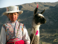 Niña con traje típico, Perú. Author and Copyright: Nello and Nadia Lubrina