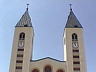 Las dos torres de la iglesia de Sveti Jakov, Medjugorje, Bosnia y Herzegovina. Autor y Copyright: Marco Ramerini