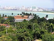 Una vista de Olinda con Recife en el fondo, Pernambuco, Brasil. Author and Copyright: Marco Ramerini