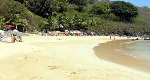 Praia do Cachorro es la playa más popular en la isla de Fernando de Noronha, Brasil. Author and Copyright: Marco Ramerini