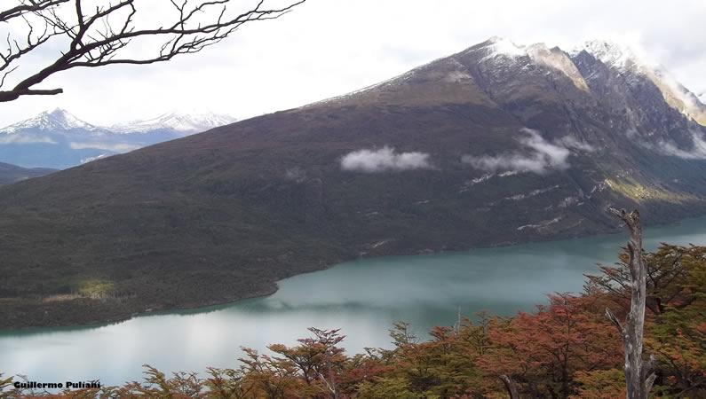Lago Acigami, desde Co. Guanaco, Tierra del Fuego, Argentina. Autor y Copyright Guillermo Puliani