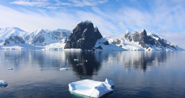 Cabo Renard y Una Peaks, Canal Lemaire, Antártida. Autor y Copyright Marco Ramerini
