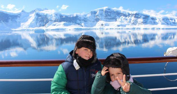 Andrea y Mattia en la Antártida. Autor y Copyright Marco Ramerini