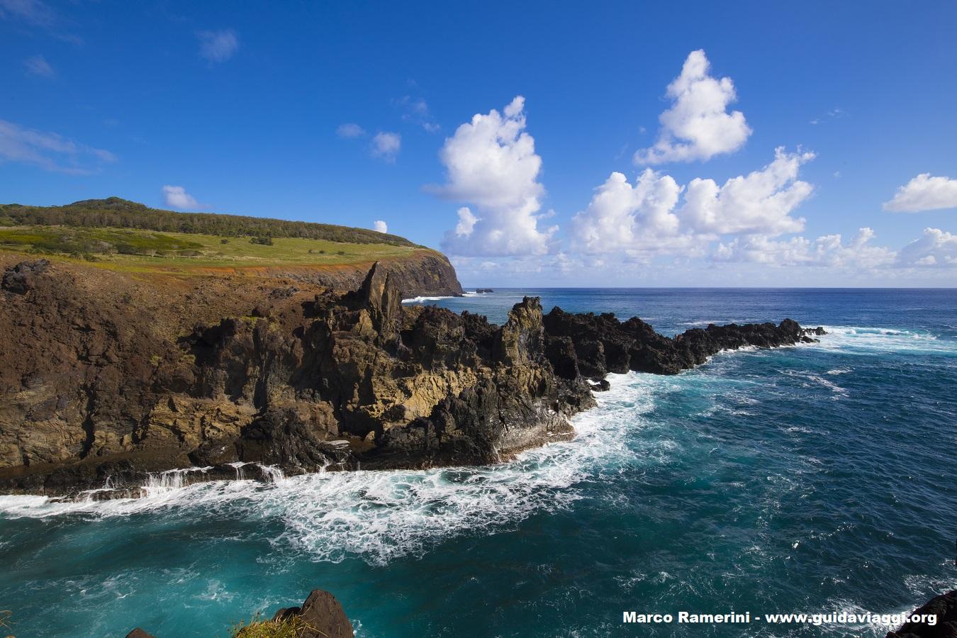 Ana Kai Tangata, Isla de Pascua, Chile. Autor y Copyright Marco Ramerini