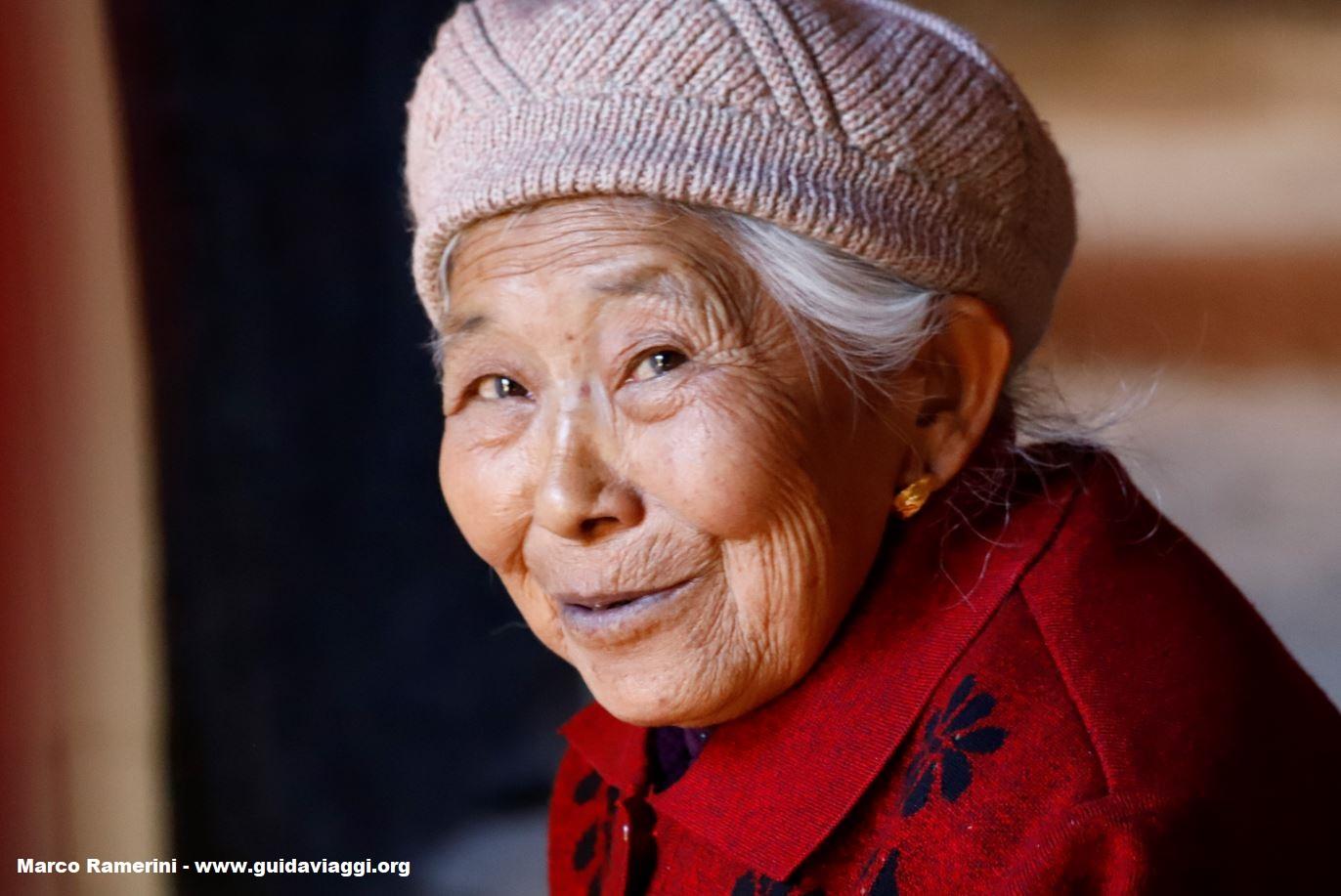 Mujer, Shaxi, Yunnan, China. Autor y Copyright Marco Ramerini...