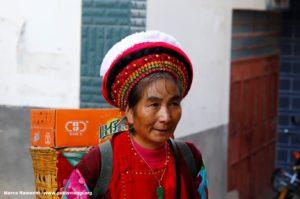 Mujer, Zhoucheng, Yunnan, China. Autor y Copyright Marco Ramerini,.,