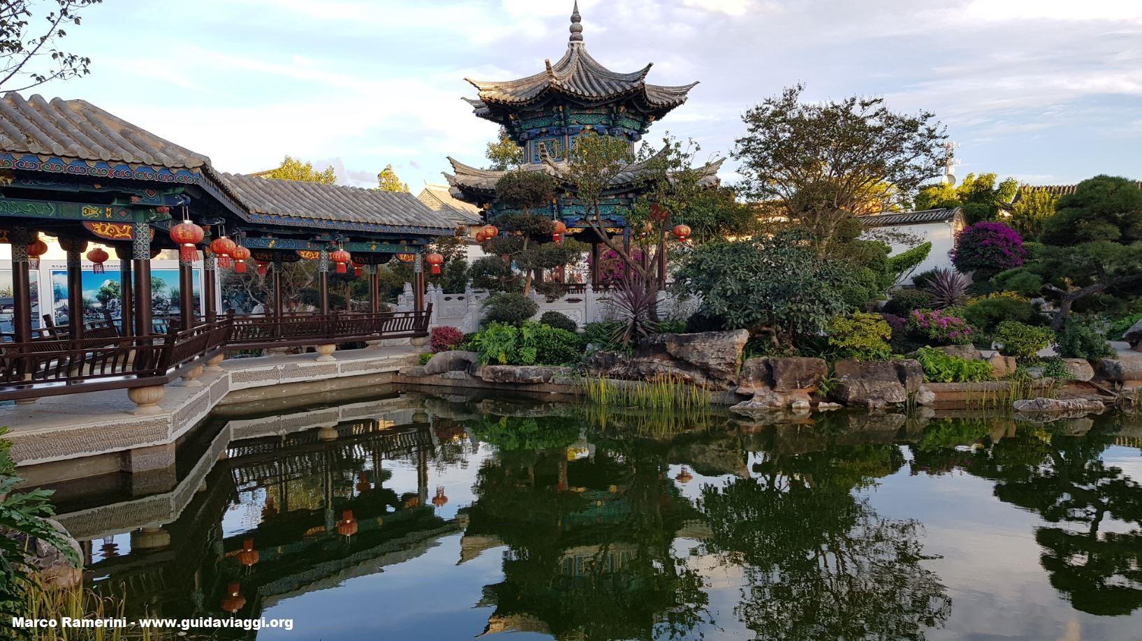 Jardín de la casa de la familia Zhu, Jianshui, Yunnan, China. Autor y Copyright Marco Ramerini.