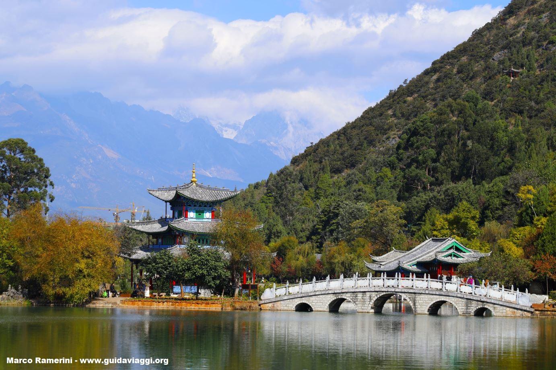 Lago del dragón negro, Lijiang, Yunnan, China. Autor y Copyright Marco Ramerini