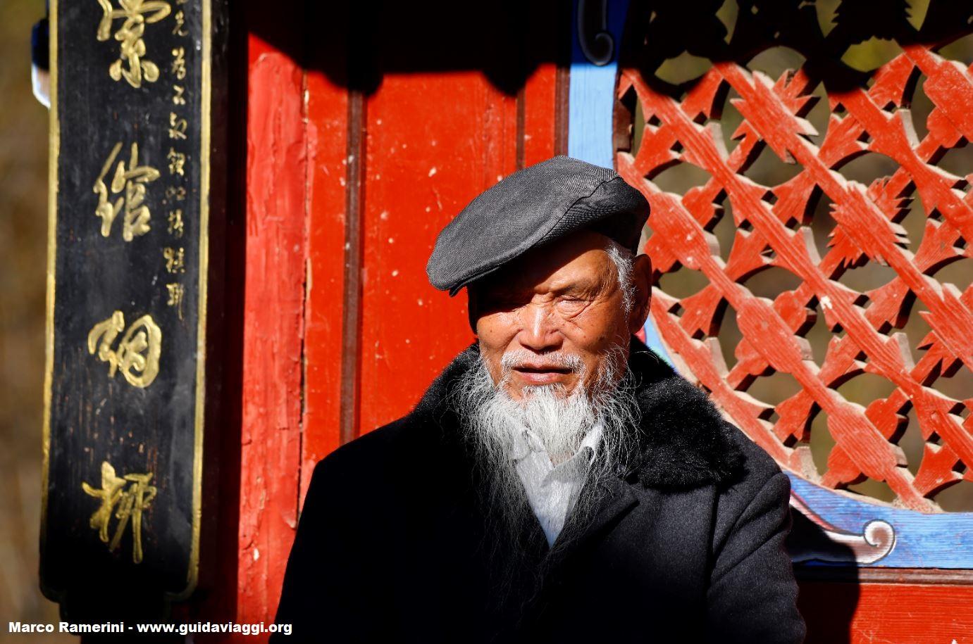 Hombre, Shigu, Yunnan, China. Autor y Copyright Marco Ramerini.