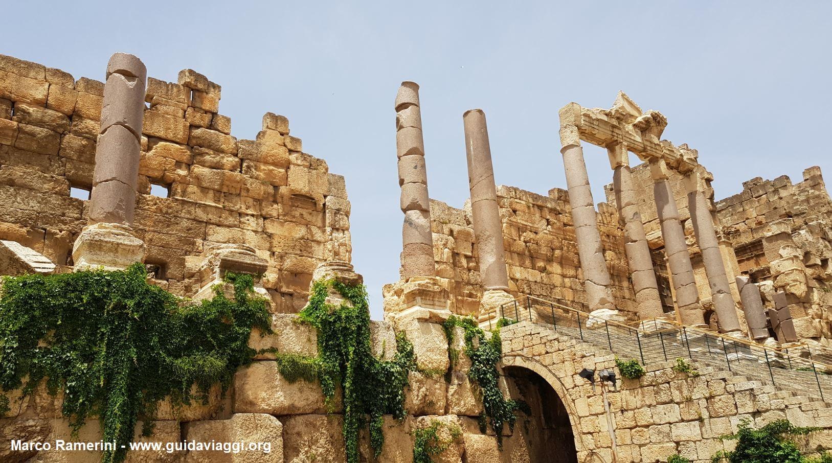 La entrada a Baalbek, Beqa Valley, Líbano. Autor y Copyright Marco Ramerini