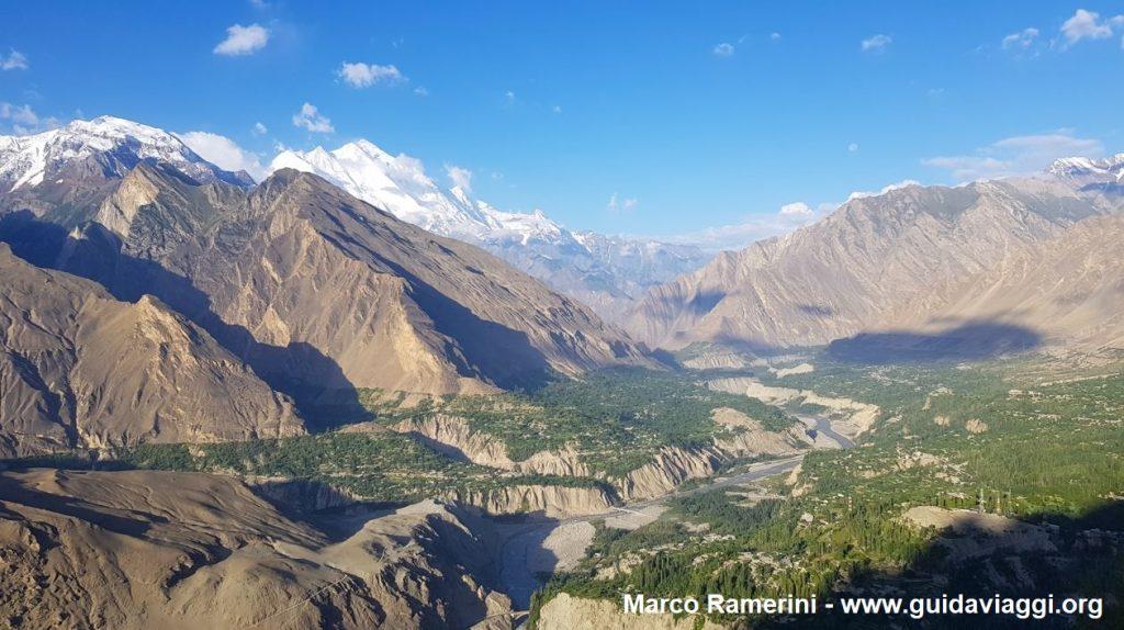 Vista del valle de Hunza desde el Nido del Águila, Pakistán. Autor y Copyright Marco Ramerini