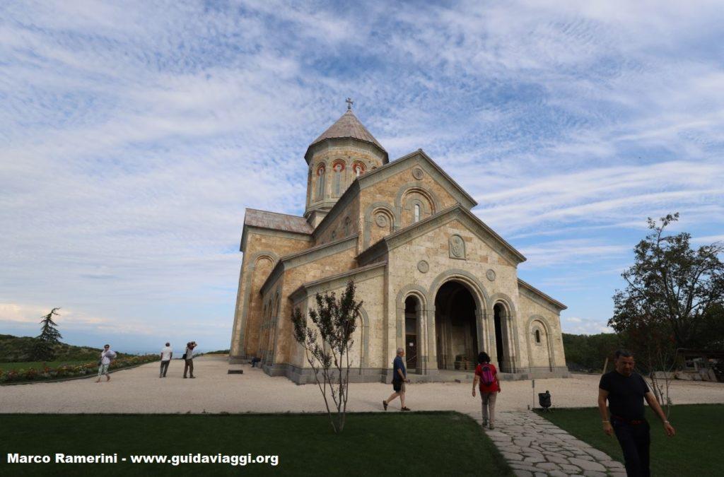 Iglesia moderna, convento de Bodbe, Sighnaghi, Georgia. Autor y Copyright Marco Ramerini