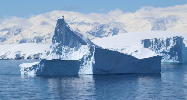 Icebergs, Antártida. Autor y Copyright Marco Ramerini.
