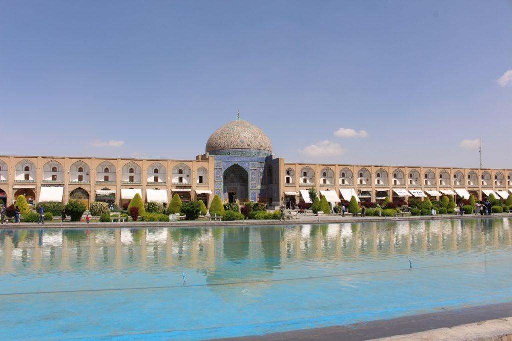 La mezquita de Sheikh Lotfollah en la plaza Naqsh-e jahān, Isfahan, Irán. Autor y Copyright Marco Ramerini