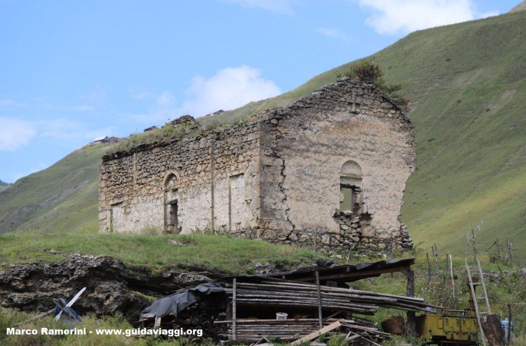 Las ruinas de la iglesia, Dartlo, Georgia. Autor y Copyright Marco Ramerini