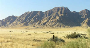 Montañas Naukluft (Naukluftberge), Namib-Naukluft N.P., Namibia. Autor y Copyright Marco Ramerini ..