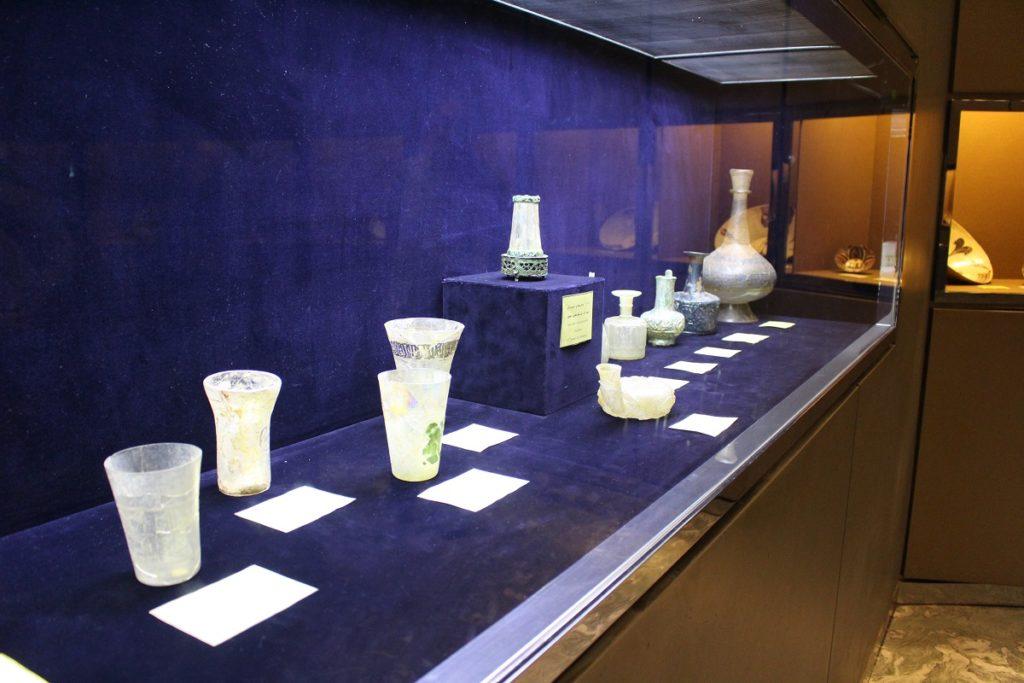 Objetos de vidrio, Museo de Vidrio y Cerámica, Teherán, Irán. Autor y Copyright Marco Ramerini.