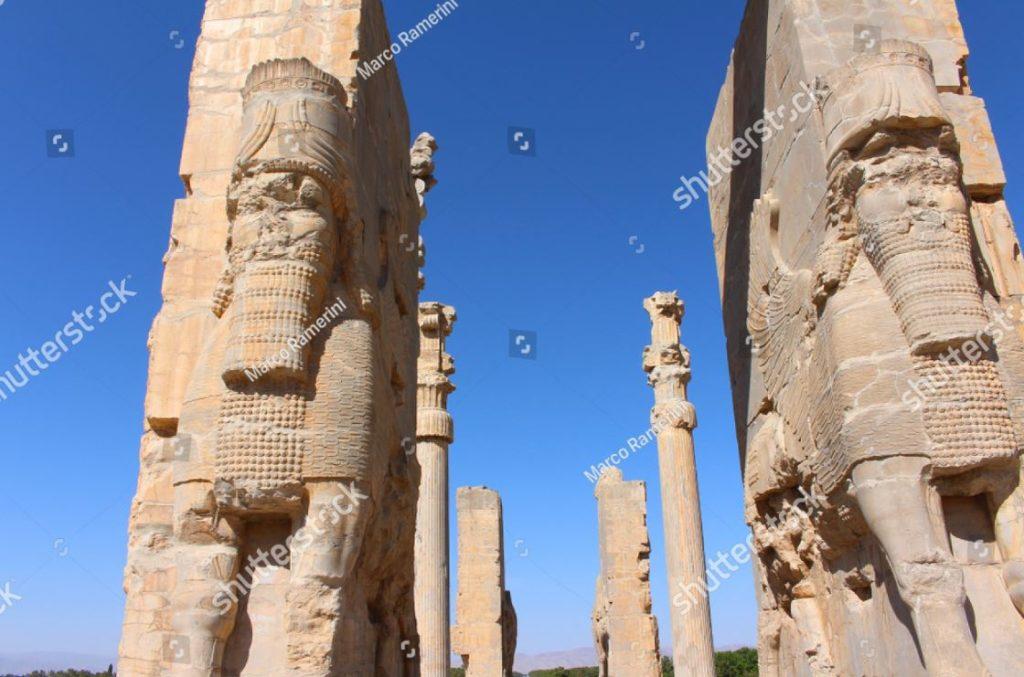 Puerta de todas las naciones. Ruinas de la capital ceremonial del imperio persa (imperio aqueménida), Irán. Autor y Copyright Marco Ramerini.