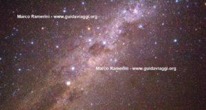 La Vía Láctea con la Cruz del Sur y Eta Carinae. Desierto de Atacama, Chile. Autor y Copyright Marco Ramerini