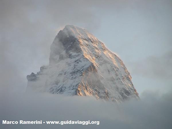La cumbre del Cervino vista desde Zermatt, Suiza. Autor y Copyright Marco Ramerini