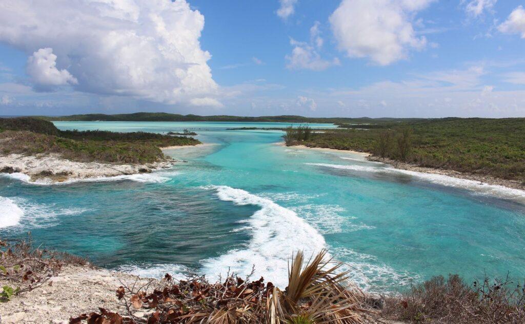 Vista desde el Monumento a Cristóbal Colón, Long Island, Bahamas. Autor y copyright Marco Ramerini.