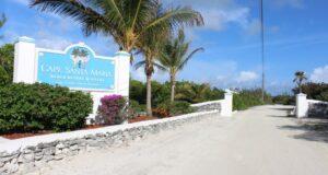 La entrada a Cape Santa Maria Beach Resort, Long Island, Bahamas. Autor y Copyright Marco Ramerini