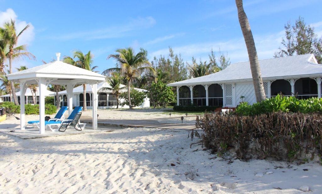 Two-Bedroom Beachfront Bungalow, Cape Santa Maria Beach Resort, Long Island, Bahamas. Autor y Copyright Marco Ramerini.