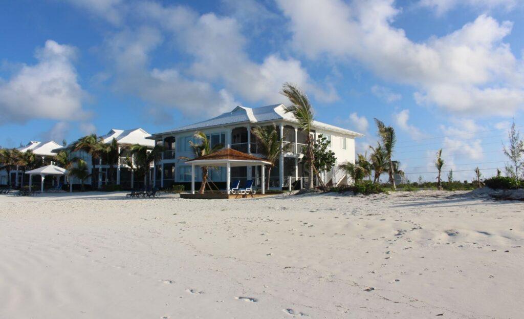 Una villa, Cape Santa Maria Beach Resort, Long Island, Bahamas. Autor y Copyright Marco Ramerini